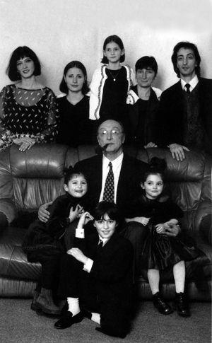 Михаил Козаков с детьми и внуками